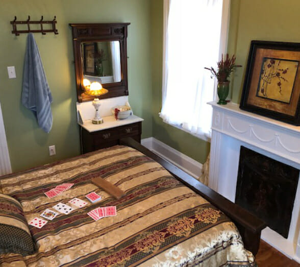 the-charles-bed-and-breakfast-in-saint-joseph-missouri-inspiration-room